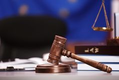 Gavel δικαστών με τις κλίμακες και τα βιβλία Στοκ φωτογραφίες με δικαίωμα ελεύθερης χρήσης