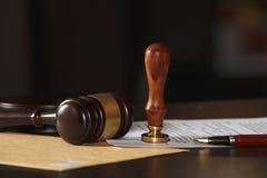 Gavel δικαστών με τις συμβουλές δικηγόρων νομικές στην εταιρία νόμου στο υπόβαθρο Έννοιες του νόμου Στοκ φωτογραφία με δικαίωμα ελεύθερης χρήσης