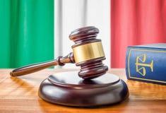 Gavel και ένα βιβλίο νόμου - Ιταλία στοκ φωτογραφίες