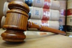 Gavel και νόμος Στοκ Εικόνες