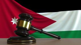 Gavel και φραγμός δικαστή ενάντια στη σημαία της Ιορδανίας Ιορδανική εννοιολογική ζωτικότητα δικαστηρίων φιλμ μικρού μήκους