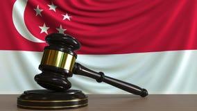 Gavel και φραγμός δικαστή ενάντια στη σημαία της Σιγκαπούρης Σιγκαπούριος εννοιολογική ζωτικότητα δικαστηρίων απόθεμα βίντεο