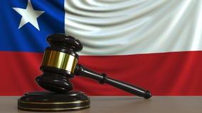 Gavel και φραγμός δικαστή ενάντια στη σημαία της Χιλής Της Χιλής εννοιολογική ζωτικότητα δικαστηρίων απόθεμα βίντεο