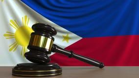 Gavel και φραγμός δικαστή ενάντια στη σημαία του Phippines Εννοιολογική ζωτικότητα δικαστηρίου απόθεμα βίντεο