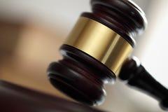 Gavel devant le tribunal de loi Photographie stock