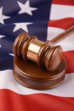 Gavel e bandeira americana Imagens de Stock