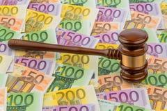 Gavel e euro- notas Fotografia de Stock Royalty Free
