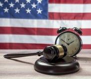 Gavel e sveglia Fotografia Stock Libera da Diritti