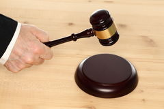 Gavel and hand Royalty Free Stock Photos