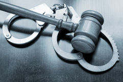 Gavel and handcuffs Royalty Free Stock Photography