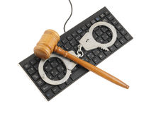 Gavel and handcuffs on computer keyboard Royalty Free Stock Photos
