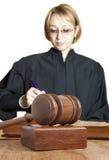 Gavel och kvinnlig domare Arkivbilder