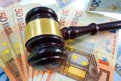 Gavel sur des euros Images libres de droits
