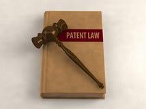 Gavel sur un livre de droit des brevets illustration stock