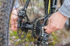Gaveta da roda traseira de um Mountain bike imagem de stock royalty free