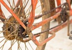 Gaveta de competência traseira da bicicleta na roda com corrente Fotos de Stock Royalty Free