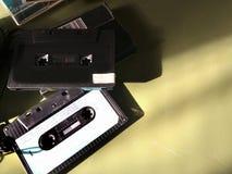 Gavetas compactas audio retros do vintage, musicasette em um fundo - conceito da nostalgia imagem de stock royalty free