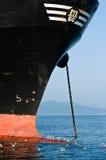 Gaviotas que se sientan en la compañía de la nave de Bulba MSC Bahía de Nakhodka Mar del este (de Japón) 01 08 2014 Fotos de archivo