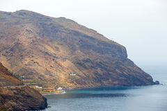 Gaviotas strand och väg till San Andres i Tenerife Arkivbild