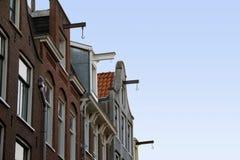 Gavlar av Amsterdam hus Royaltyfri Bild