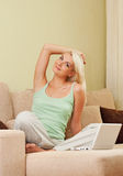 gawędzenia laptopu kobieta Obrazy Royalty Free