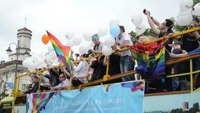 Gay báltico del desfile de orgullo almacen de video