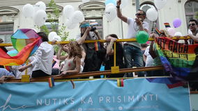 Gay baltico di orgoglio del bus archivi video