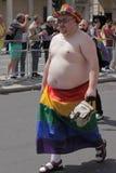 Gay en bandera del arco iris Imagen de archivo libre de regalías