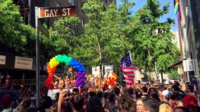 Gay Pride Mastercard Float di New York stock footage