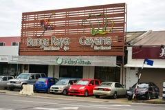 Gayana und Bunga Raya unterzeichnen herein Kota Kinabalu, Malaysia Lizenzfreies Stockbild