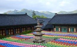 Gayasan, Coreia 4 de maio 2017: As lanternas decoram o templo de Haeinsa para o aniversário do ` s da Buda fotografia de stock royalty free