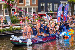 GaySwimAmsterdam en el desfile 2014 del canal de Amsterdam Foto de archivo