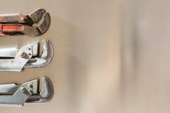 Gazów klucze na tło szkotowym metalu Zdjęcie Stock
