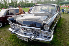 GAZ-13 Chayka葡萄酒车的储蓄图象 图库摄影