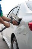 Gaz de la recharge CNG à la station de carburant Images libres de droits