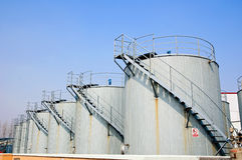 Gaz et réservoirs de carburant diesel Photographie stock