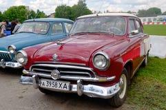 GAZ M21伏尔加河葡萄酒车的储蓄图象 库存照片