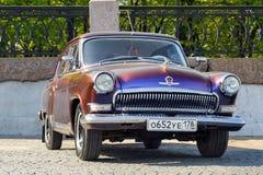 GAZ-21 na ulicie, St Petersburg, Rosja Obrazy Royalty Free