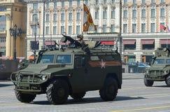 游行排练以纪念胜利天在莫斯科 GAZ Tigr是俄国4x4,多用途,所有地域的步兵流动性 免版税库存照片