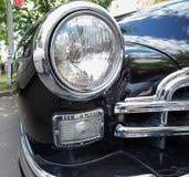 Gaz-12 ZIM-autokoplamp bij de show van de auto's van inzamelingsretrofest stock afbeeldingen