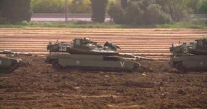 Gaza, el 30 de marzo de 2019 Los tanques de la CA alineados en la formación de combate cerca de la frontera