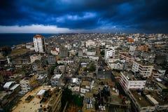 Gaza stad i en dag som fylls med moln av stigning arkivbild