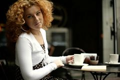 Gaze of a young woman in a street cafe Royalty Free Stock Photos