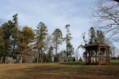 Gazebo και δέντρα Στοκ εικόνα με δικαίωμα ελεύθερης χρήσης