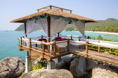 Gazebo μασάζ που αγνοεί τη θάλασσα Δωμάτιο μασάζ SPA στην παραλία, Ταϊλάνδη Στοκ εικόνα με δικαίωμα ελεύθερης χρήσης