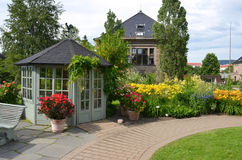 Gazebo στον πανεπιστημιακό βοτανικό κήπο στο Όσλο στοκ φωτογραφία με δικαίωμα ελεύθερης χρήσης