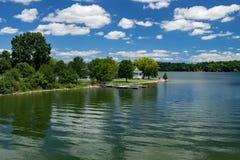 Gazebo στο κρατικό πάρκο λιμνών Claytor, ΗΠΑ στοκ εικόνα
