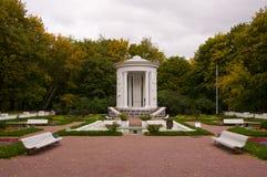 gazebo фонтана цветка кровати Стоковые Фотографии RF