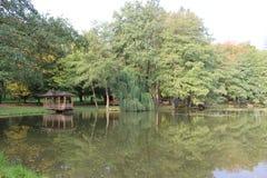 Gazebo auf dem Teich Stockfoto