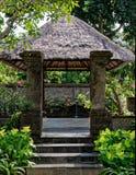 Gazebo cubierto con paja, Bali, Indonesia imágenes de archivo libres de regalías